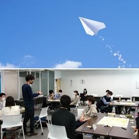 「ふりかえり」が成長の伸びしろを決める!~新入社員研修・紙飛行機ワークショップ~