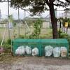 「佐久の季節便り」、「ゴミ袋収納籠(かご)」を初使い、午後は雨降りに…。
