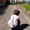 1歳4ヶ月の娘が歩き、1歳半で話さないのは普通?