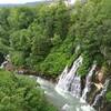 しらひげの滝と十勝岳