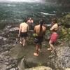 極寒の滝つぼに飛び込む。ぐっちよ、これがヨガだ。