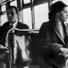 12月1日、ローザ・パークスは、白人乗客にバスの席を譲らなかった
