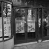 入り口のアコーデオンカーテンが、昔ながらの洋食屋の雰囲気を出してます