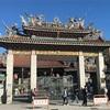台湾旅行・台北のパワースポット龍山寺でおみくじ