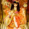 日本人形の衣装体験、技術的に可能であろうかを考えていると。