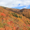 紅葉と雪と泥の谷川岳馬蹄型縦走