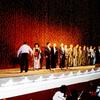 ソ連から独立直後のウズベキスタンで万雷の拍手で舞台に迎えられた日本人たち