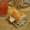 大量の野菜を挟んでBBC(ベジタブルベーコンチーズ)サンド