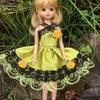 黄色に黒のチュールのドレス