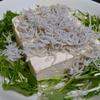 【食事日記】毎日の食事で、コツコツカルシウムを補給(豆腐サラダに「しらす」)