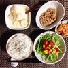 水菜サラダ、小粒納豆、バナナヨーグルト。