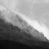 ガスが流れる鳥海山山頂付近