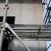 打ち放しコンクリート外壁の型枠アク汚れ美装