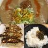 餃子セット ¥780 ライス大に、高菜漬けを載せて食べた。 (@ 博多拉担麺 まるたん 池袋店 in 豊島区, 東京都)