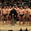大相撲大阪場所初日。