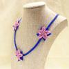 イーネオヤ ピンクと青のボタニカル・ネックレス