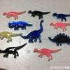 今日の恐竜バッチ〜癒しのピンク、ブルー