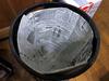 新聞紙でゴミ箱の内袋を作りました、、、が