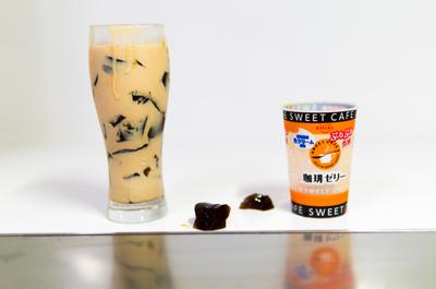 コンビニで100円の「EMIAL珈琲ゼリー」をカフェオレに入れると美味しくてマイブーム