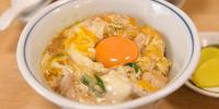【親子丼】鳥喜多。半熟卵と黄金色の生卵のコラボレーション。滋賀で最高の親子丼と遭遇しました。