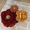 つまみ細工  キンキラゴールドの紅白のお花