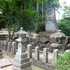 慰霊碑の石灯籠