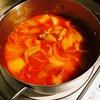 余った食材でトマト煮込みを作る