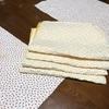 ジメジメした食卓、残り布、ランチョンマットにしました。ミシンでかがり縫しただけですけどね。