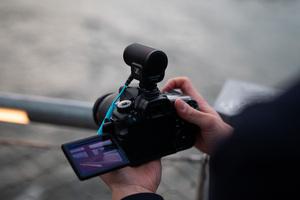 SENNHEISER、モバイル動画撮影に最適なオンカメラ・マイクMKE 200を発売