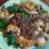 鹿挽肉と厚揚げとジャンボししとうとしめじと玉ねぎのピリ辛炒め