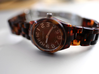 6つ溝スクリュータイプの腕時計の電池交換を専用工具を使わずに行う方法