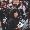 【マスクは奴隷の証】マスクを皆がしている異様な光景