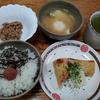 カマンベールチーズと焼き竹輪と味噌汁
