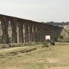 メキシコシティ 郊外 世界遺産 「テンプレケ水道橋」穏やかな風景 と  食用サボテン畑