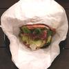 肉を肉で巻いて食べる肉食系肉