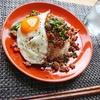 【簡単主婦のお昼ごはん】ニラとひき肉のピリ辛丼レシピ