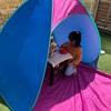子供大好き!小さなテント。家の庭でピクニック ♪