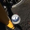 英式バルブでも圧力計を測って空気を入れられる、仏式・米式対応自転車ポンプを発見しました。