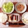 みそ田楽、バナナヨーグルト、サラダ、小粒納豆。