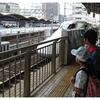 名古屋発東京行き。7月末土曜日の新幹線の座席予約は複数人なら10日前でギリギリ。7月末の平日夕方の東京発名古屋行きの切符は2時間前でギリギリ。