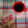 今日のおやつはビスコいちご味とブラックコーヒー
