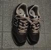 外出用の靴は全部で3足。一年半ぶりにスニーカーを買いました。