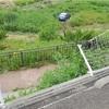 74歳の車、フェンス破り20mとんで沼に転落