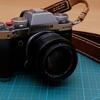 富士フィルムX-T3の激安液晶保護ガラスと蔵Curaのストラップリング