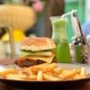 バスタキヤ地区で観光客の定番キャメル・バーガーを食べてみた