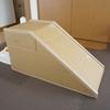 段ボール箱ですべり台を作りました。