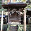 手長神社境内にある旧本殿こと弥栄神社の御柱