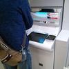 ATMの連続手続きをする人に当たり障り無くかけられる言葉