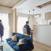 スキップフロアのあるオリジナリティあふれる家に収納を充実させてすっきりと暮らす