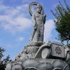 自動車に乗った観音様が交通安全を願う「龍昌寺」